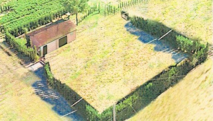Vendita terreno agricolo con rimessa in legno annuncio for Case in legno su ruote su terreno agricolo